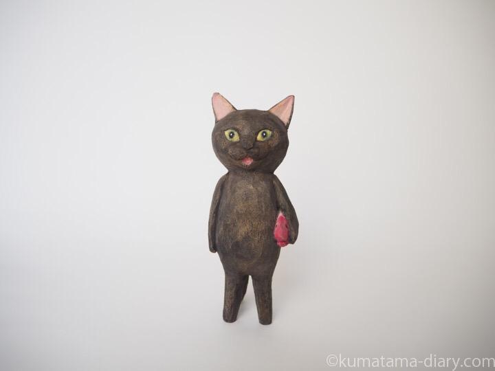 黒猫の木彫り猫エビ
