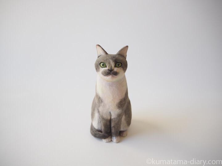 グレー白猫さん木彫り猫