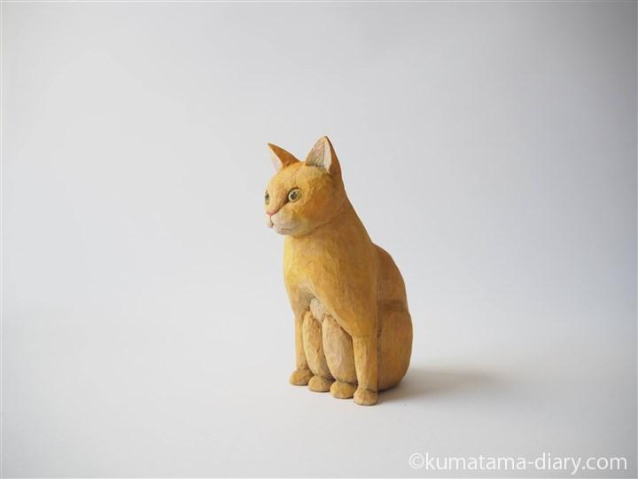 ペンギン座り木彫り猫